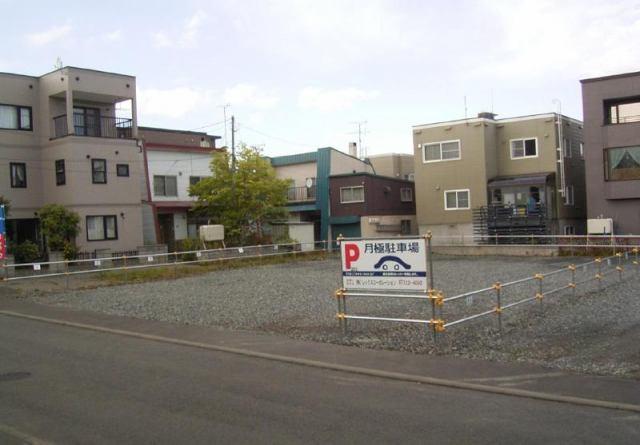 南郷通14北パーキングの外観写真