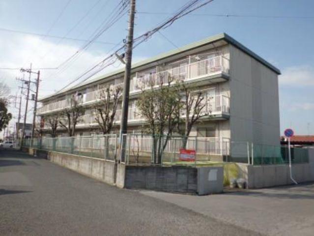 1985年築の3階建てアパートです。