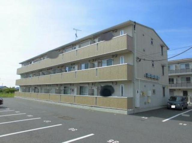 2014年3月築の3階建てアパートです。