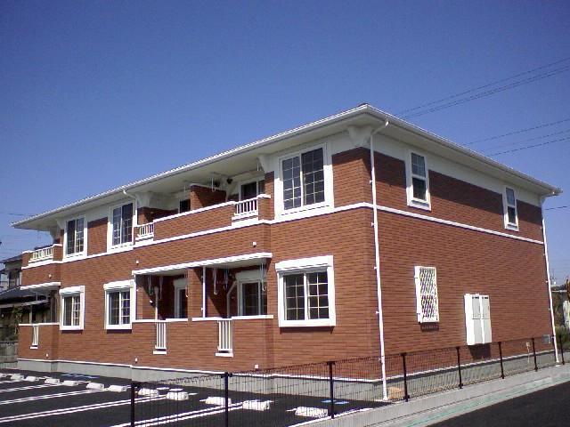 2009年3月築の2階建てアパートです