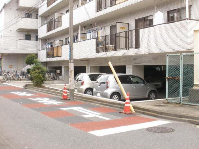三松マンション(駐車場)の外観写真