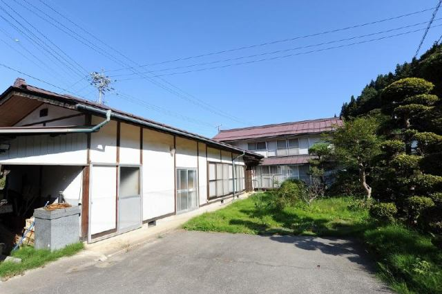 信州新町中古住宅の外観写真