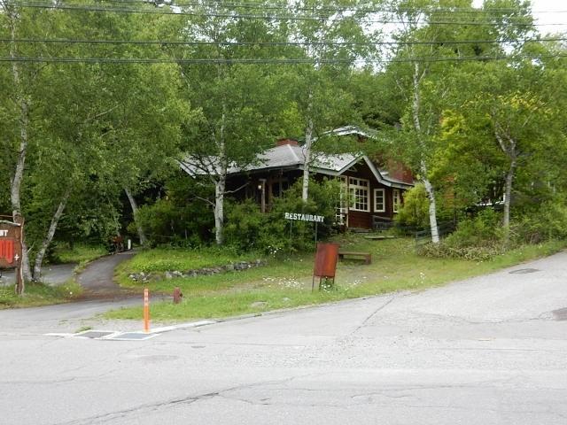 白樺湖畔 店舗併用住宅の外観写真