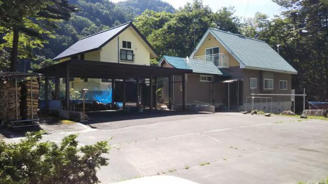 大町爺ケ岳スキー場近くの住宅別荘の外観写真