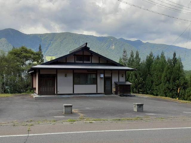 青木湖 国道148号沿い売り店舗の外観写真