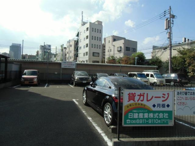 駐車台数11台の駐車場です。
