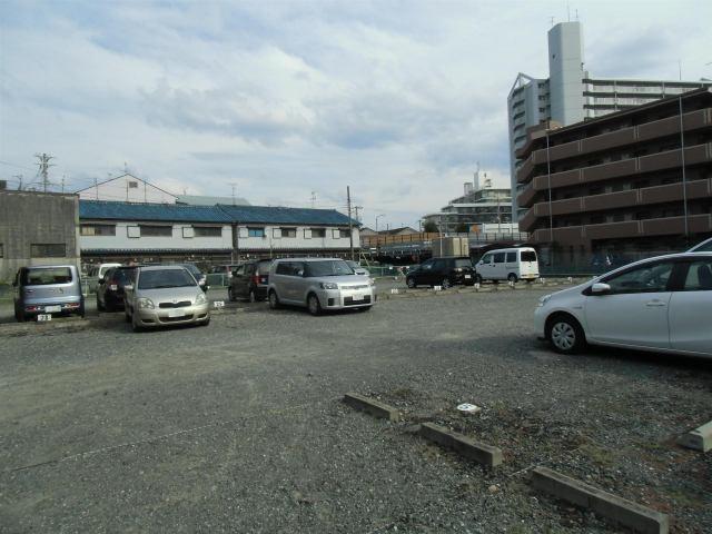 駐車台数60台の駐車場です。(普通車枠、軽自動車枠)