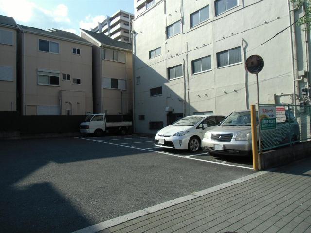 駐車台数12台の駐車場です。
