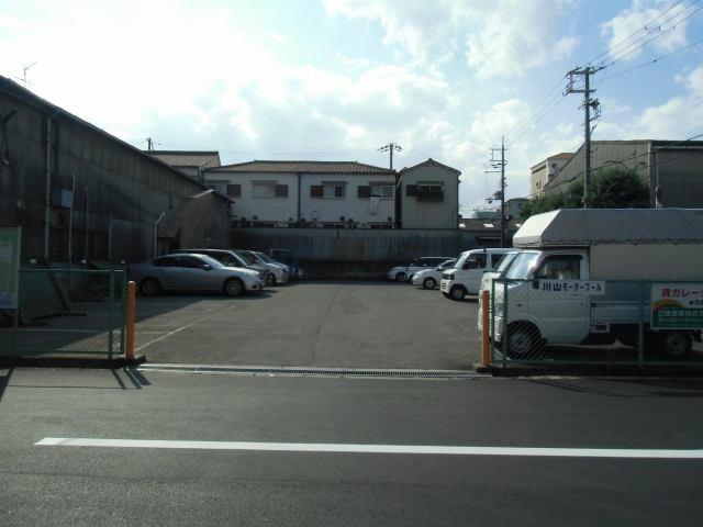 駐車台数24台の駐車場です。