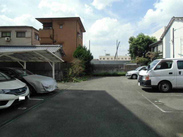 駐車台数9台の駐車場です。