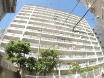 13階建ての総戸数212戸の大規模なマンションです。