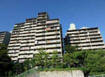 千里中央パーク・ヒルズA棟の外観写真
