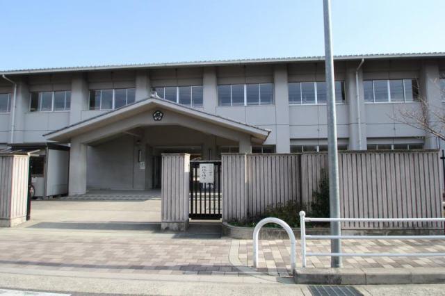 岸和田市立大宮小学校まで徒歩6分の好立地です。