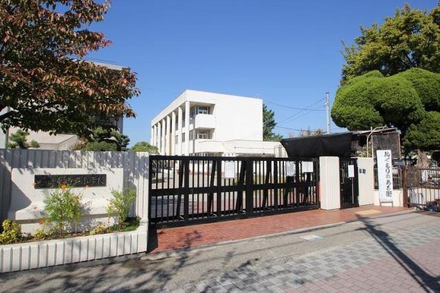 小学校は東忠岡小学校です。