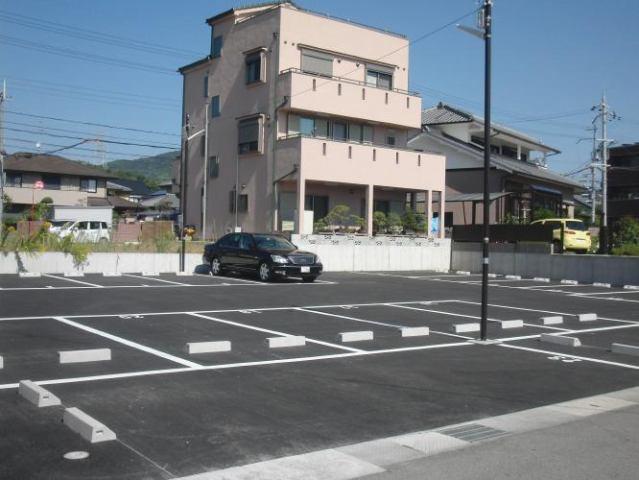 中筋4駐車場の外観写真