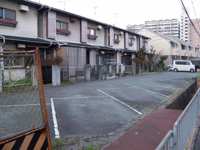榮阪ガレージの外観写真