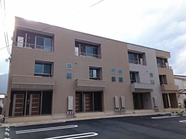 亀山3丁目アパートの外観写真