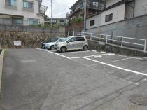 普通車の駐車も可能な月極駐車場