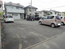 アスファルトの駐車場☆