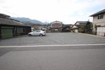 伊吹町 和霊公民館の斜め向かい 駐車場の外観写真