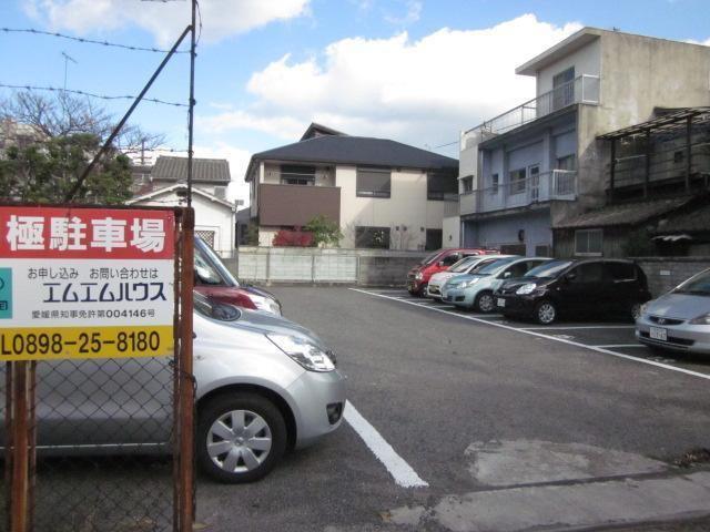 大亀商店駐車場の外観写真