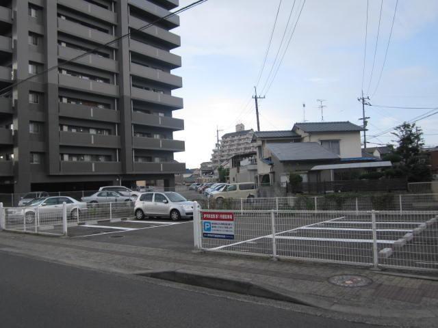 伊予鉄宮西月極駐車場の外観写真