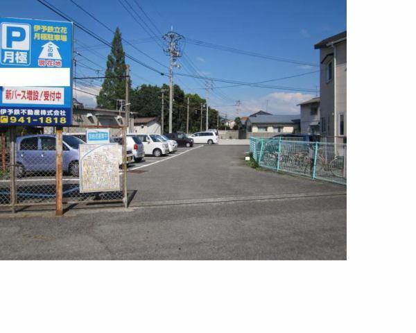 伊予鉄立花東月極駐車場の外観写真