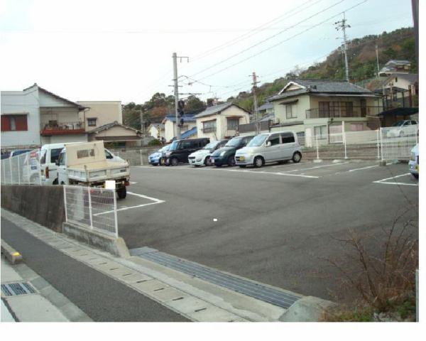 伊予鉄高浜駅南第4月極駐車場の外観写真