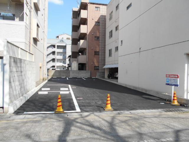 伊予鉄萱町月極駐車場の外観写真