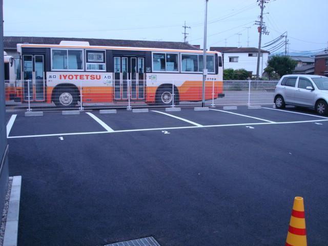 伊予鉄森松月極駐車場の外観写真