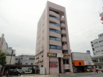 延岡市中町にあるピンクの外観が目印です!