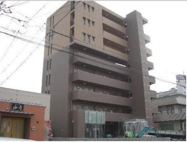 8階建てのRCマンションです