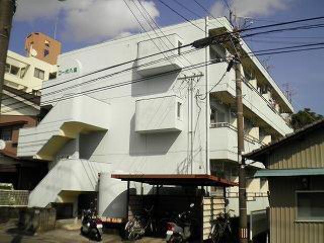 3階建ての鉄筋コンクリート造りです♪