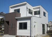 建物の個性を主張するシックな外観、重厚感が溢れます