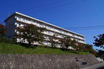 居合団地04棟の外観写真