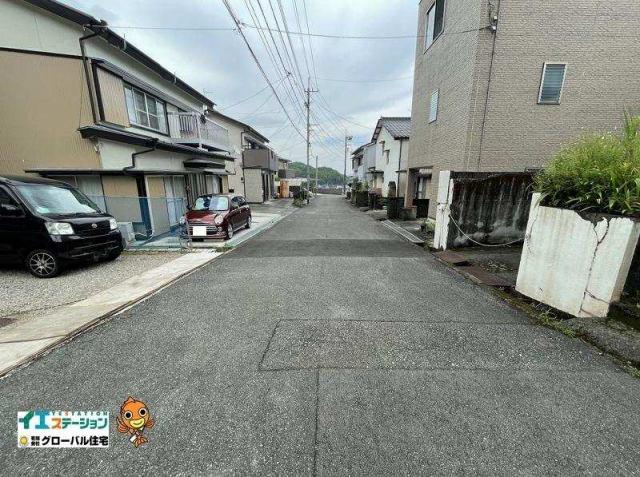 有限会社グローバル住宅 内観写真 前面道路は約5mあります♪