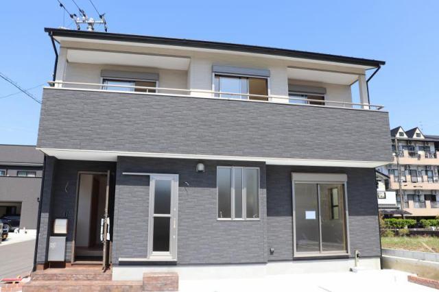有限会社グローバル住宅 外観写真 新築分譲3280万円 広々とした駐車スペース