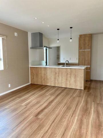 有限会社グローバル住宅 内観写真 広々としたキッチン