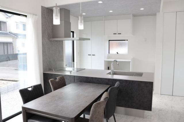 有限会社グローバル住宅 外観写真 インナーガレージ付きモデルハウス