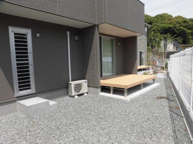 有限会社グローバル住宅 内観写真 南側にはお庭とウッドデッキがあります