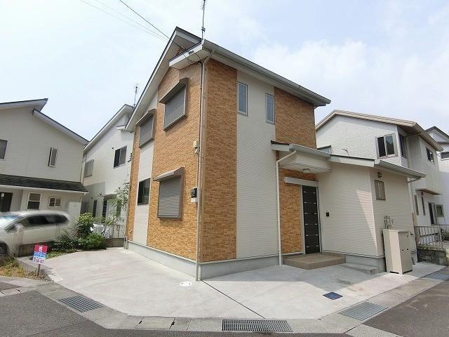 有限会社グローバル住宅 外観写真 高知市東秦泉寺 角地の築浅戸建の外観写真
