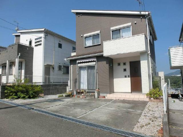 有限会社グローバル住宅 外観写真 高知市瀬戸南町 並列3台駐車可 売中古戸建の外観写真