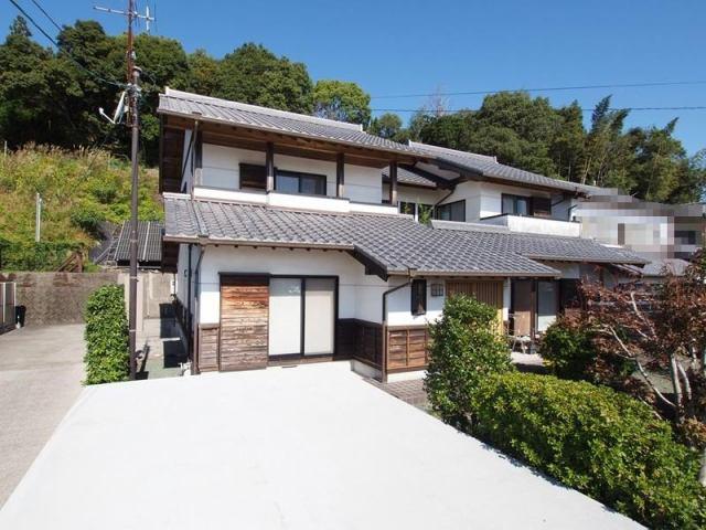 有限会社グローバル住宅 外観写真 無垢材と漆喰がいい味を出しています。