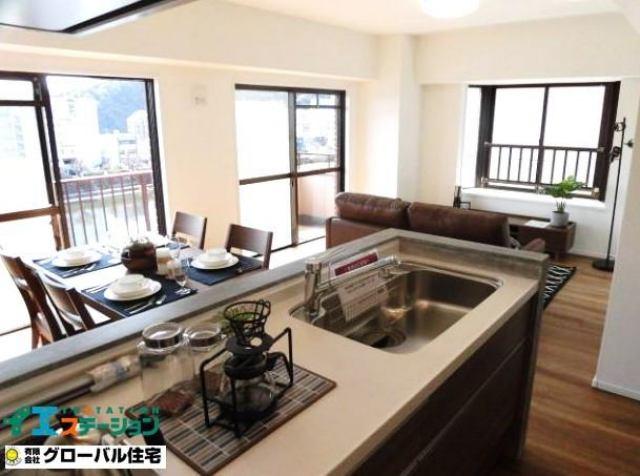 有限会社グローバル住宅 内観写真 南面と西面からの採光で室内は明るいです