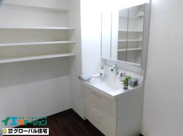有限会社グローバル住宅 内観写真 シャワー付き洗面化粧台も新品に交換