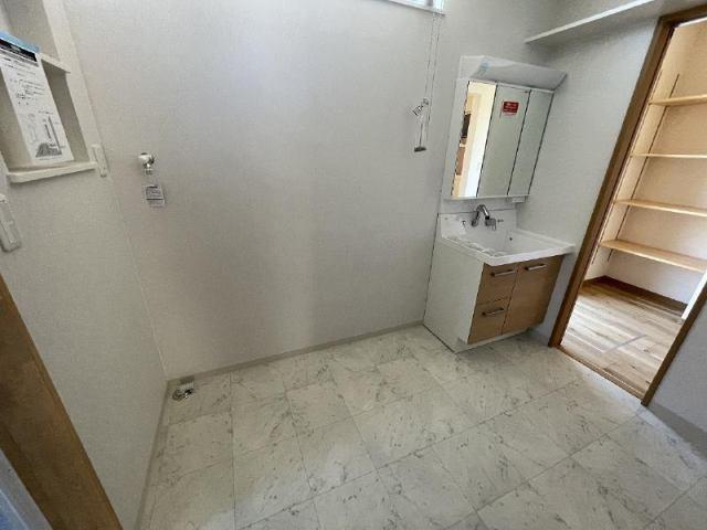 有限会社グローバル住宅 内観写真 洗面所、ランドリールーム