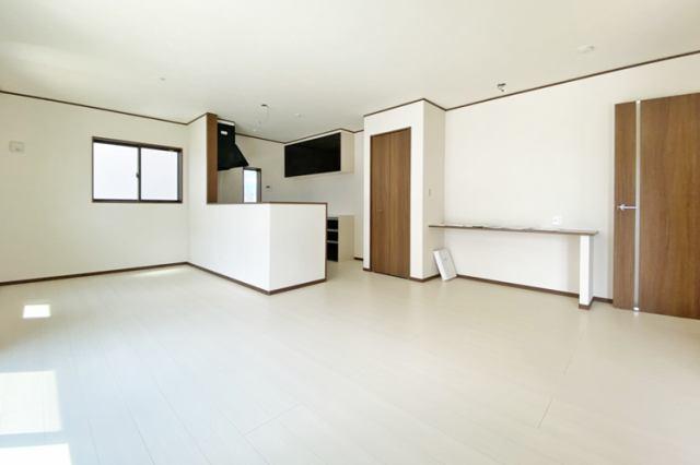 (同仕様・LDK)20帖の広々リビングです♪お好きな家具もゆったり置けます♪