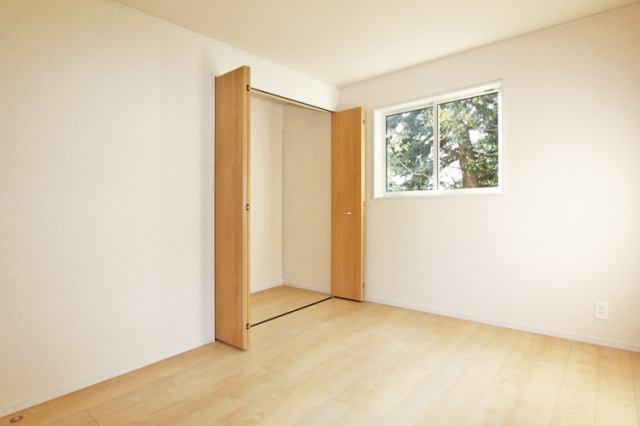 (同仕様・洋室)もちろん全居室収納付き!古いタンスはいりません!
