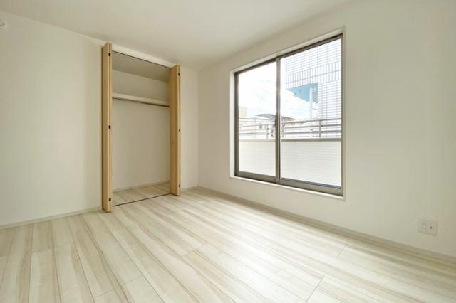 (洋室)7帖仕様のゆとりある明るい洋室です♪