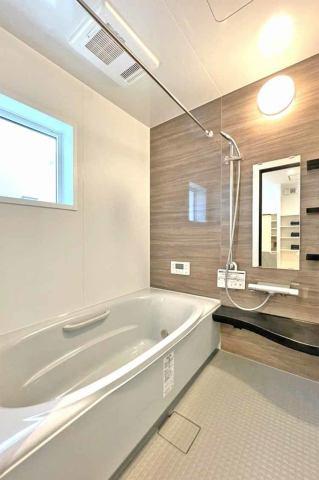 (浴室)もちろん!浴室乾燥機付き♪東北の長い梅雨や冬には必ずミカタになる浴室乾燥機!